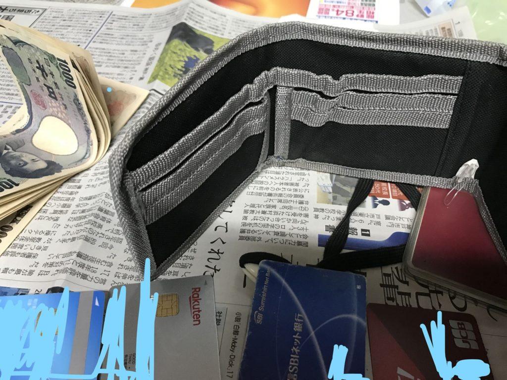 海外旅行のサイフは紐付きで、なおかつ複数に分けてお金を管理しましょう