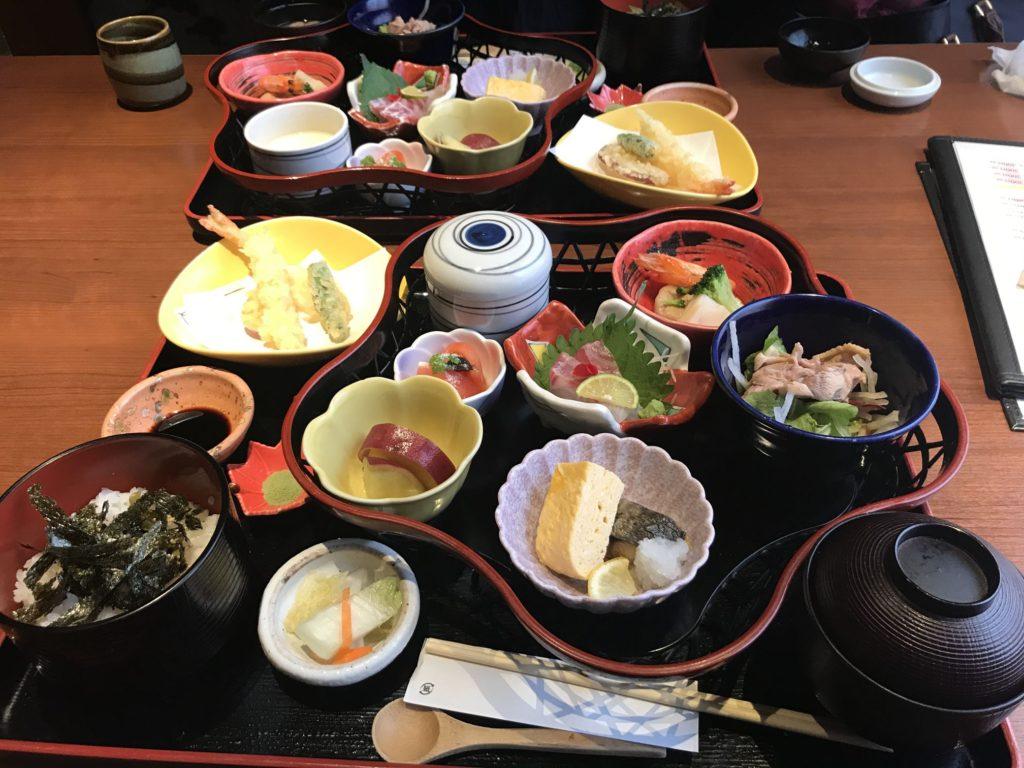 姫路駅前の食菜家うさぎのランチがけっこう手が込んでて美味しい。料金は1500円ほど