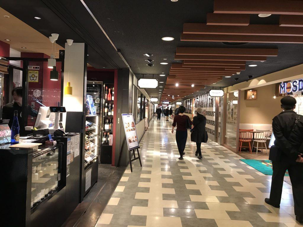 関西国際空港のレストラン街はけっこうおしゃれでおいしい店が多い。値段は可もなく不可もなく