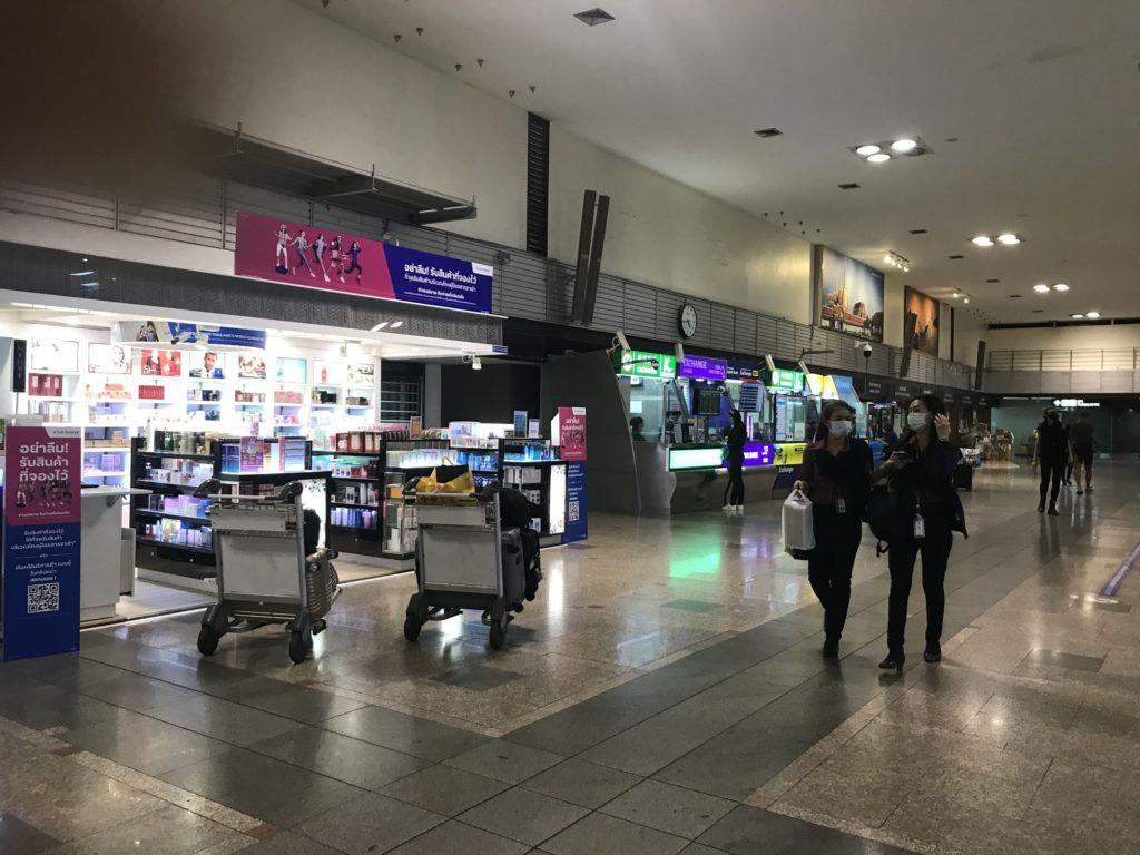 ドンムアン空港の換金所は24時間営業。日本国内での換金はレートも悪いからしない方が良い