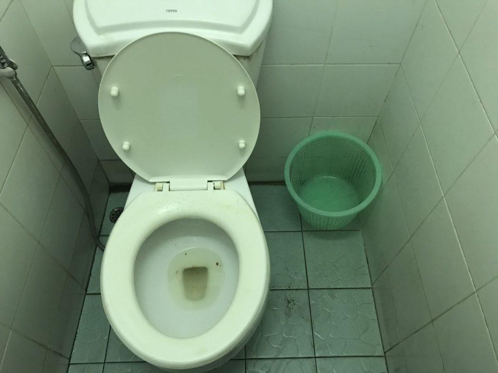 タイのトイレは汚いしティッシュ流せないので注意